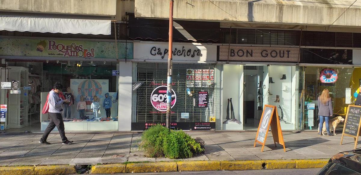 Foto Local en Alquiler en  Ramos Mejia,  La Matanza  Bolivar al 300