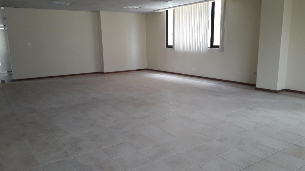Foto Oficina en Alquiler en  Centro Norte,  Quito          RENTA AMPLIA Y LUMINOSA OFICINA AVDA SHYRIS  MS