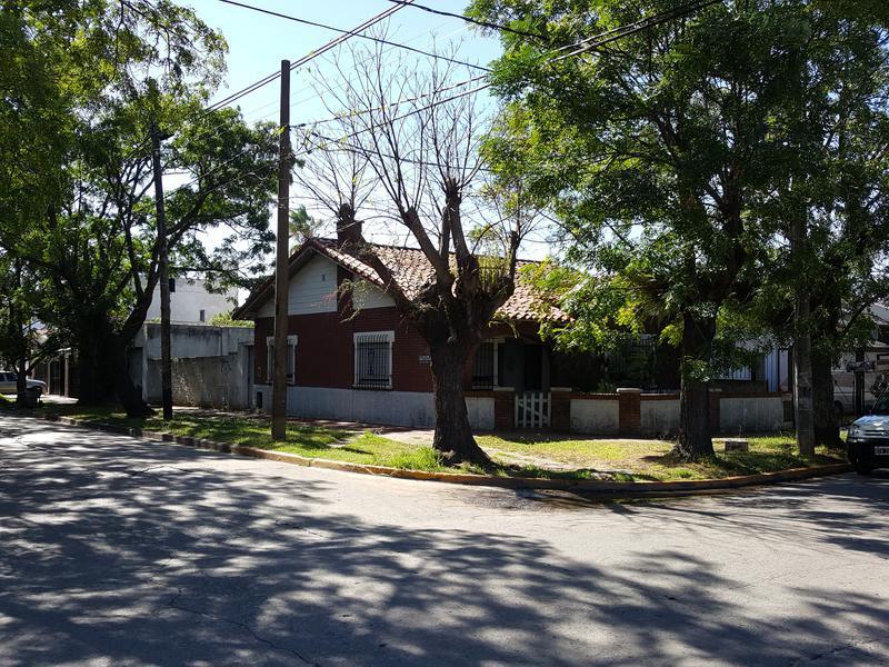 Foto Casa en Venta en  Adrogue,  Almirante Brown  CERRETTI 1401, Esq. Murature
