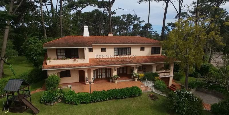 Foto Casa en Alquiler temporario en  Golf,  Punta del Este  Amplia Residencia Estilo Mediterráneo