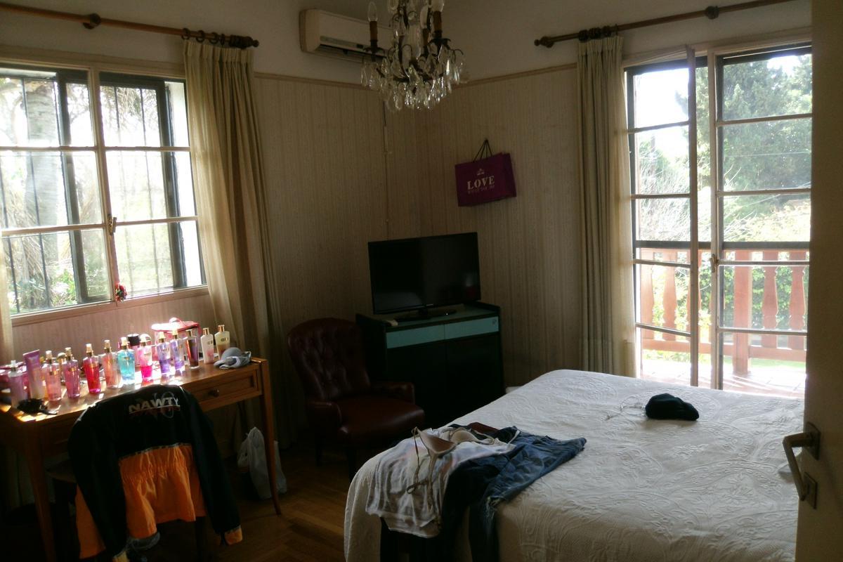 Foto Casa en Venta en  Acassuso,  San Isidro  Fernandez Espiro al 700
