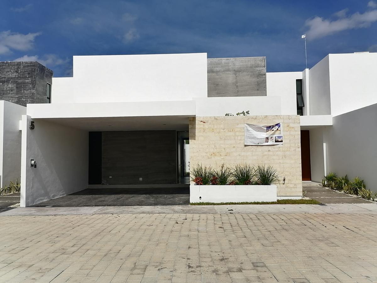 Foto Casa en Venta en  Pueblo Temozon,  Temozón  Casa en venta en Temozón Norte, Privada Barlovento Mérida.  TOTALMENTE EQUIPADA