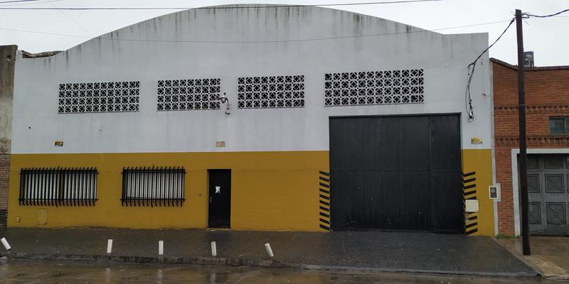 Foto Depósito en Alquiler en  Lanús Oeste,  Lanús  Julian Lagos 1039 E/ R. de Escalada y Tuyuti