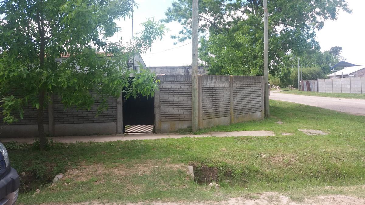 Foto Casa en Venta en  Coronel Brandsen ,  Interior Buenos Aires  calle 10 esq. La Vicoria barrio Los Pinos