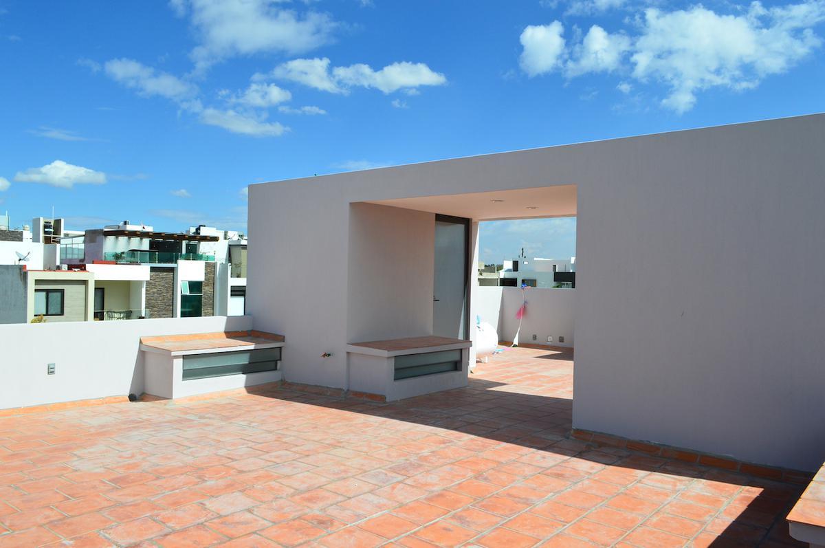 Foto Casa en Venta en  Fraccionamiento Valle Imperial,  Zapopan  Av del Bosque Real 1507 142 Coto Avellano