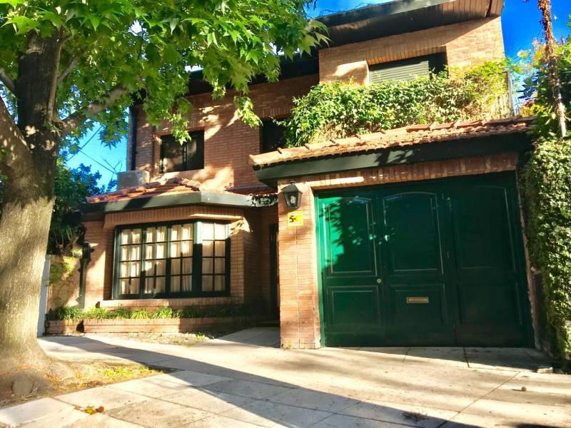 Foto Casa en Venta en  Acassuso,  San Isidro  Martín Coronado al 1000