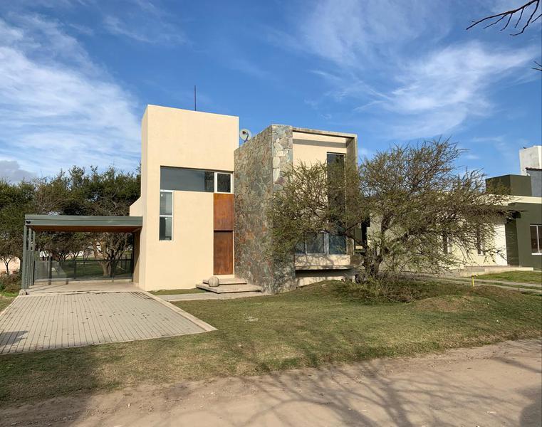 Foto Casa en Venta en  Cordoba Capital ,  Cordoba  Villa Catalina