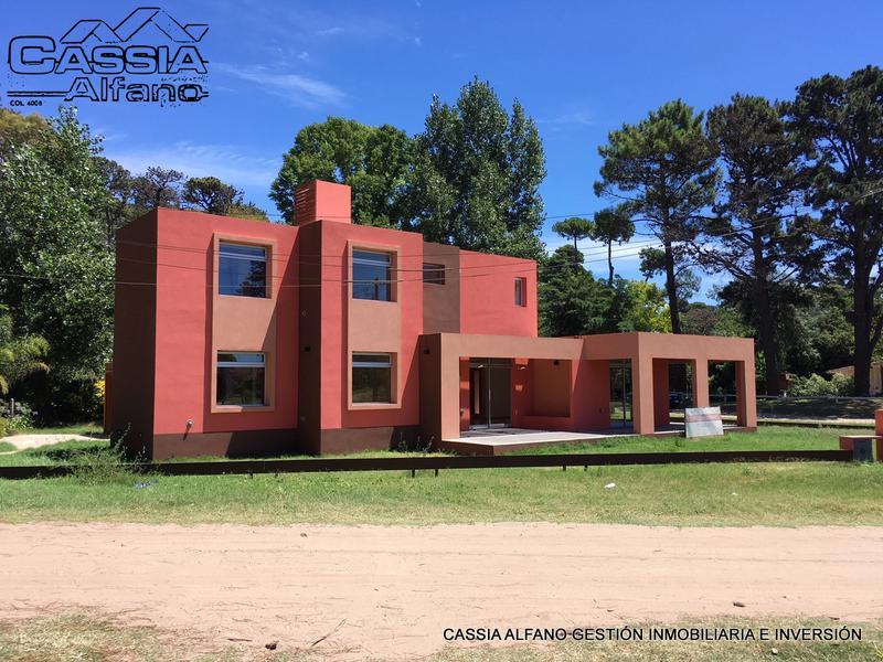 Foto Casa en Venta en  Pinamar ,  Costa Atlantica  ROBINSON CRUZOE 670