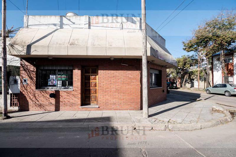 Foto Local en Venta en  Ciudadela,  Tres De Febrero  La Paz al 500
