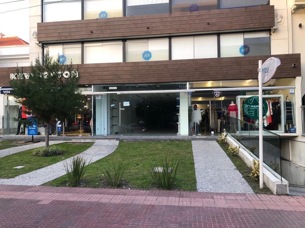 Foto Local en Venta en  Carrasco ,  Montevideo  Arocena esquina Gabriel Otero