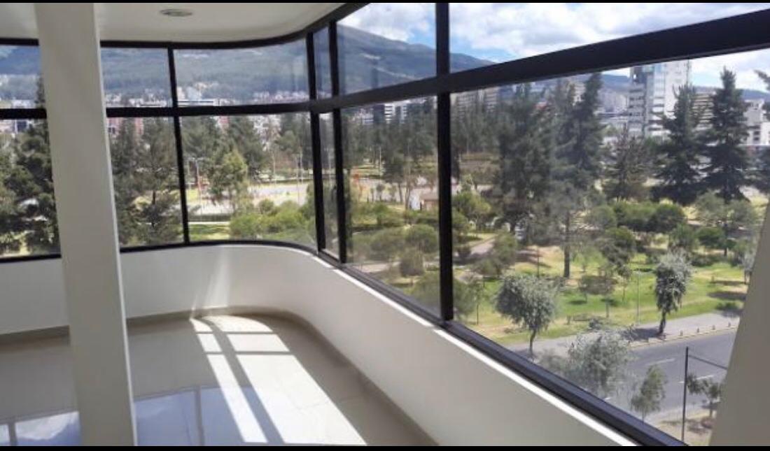 Foto Oficina en Alquiler en  Centro Norte,  Quito  Av. De Los Shyris y Suecia.
