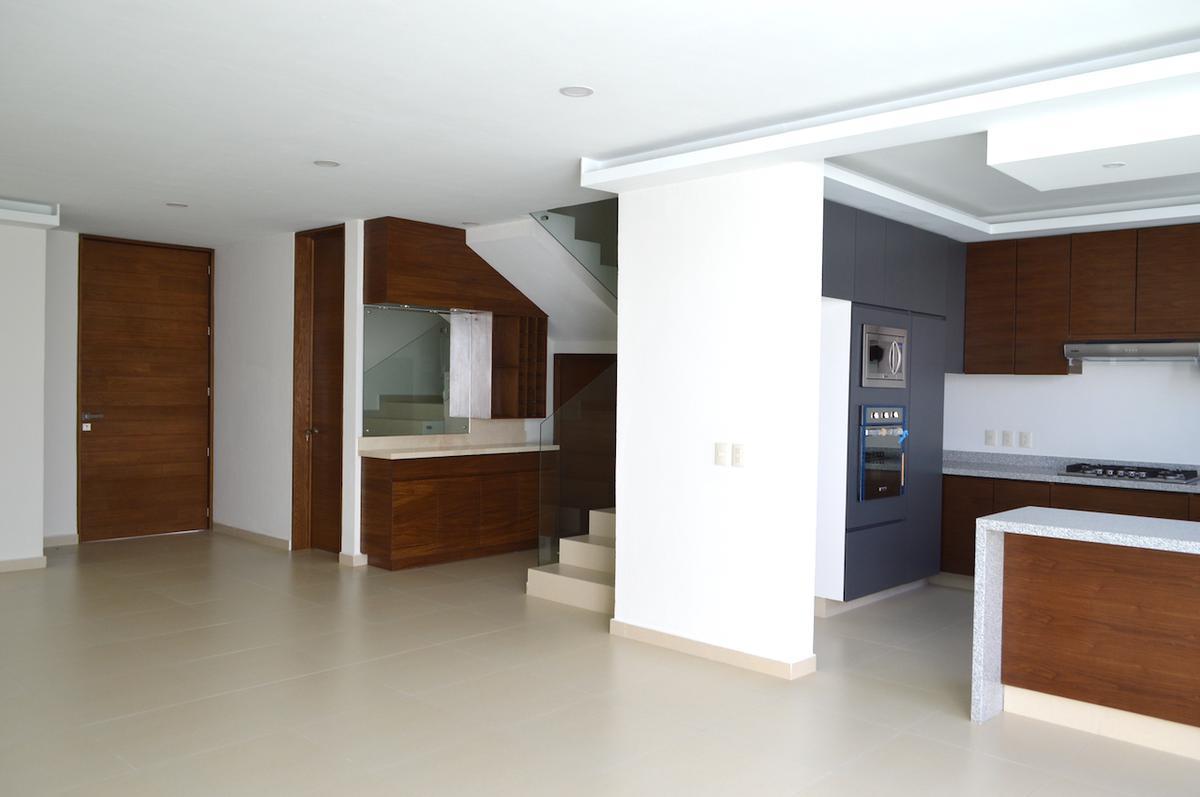 Foto Casa en Venta en  Fraccionamiento Los Almendros,  Zapopan  Av Rio Blanco 1676 236