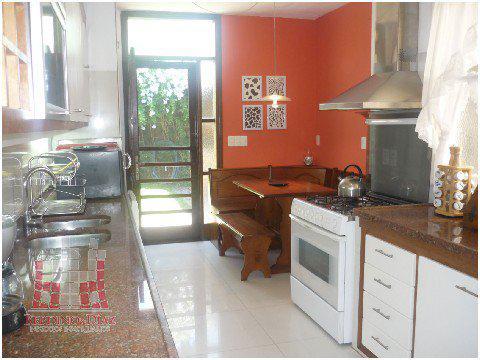 Foto Casa en Venta en  Playa Mansa,  Punta del Este  Espectacular Casa Estilo Tradicional a Solo Metros de Playa Mansa