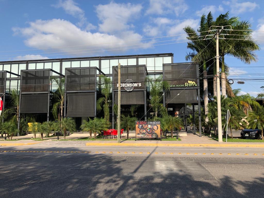 Foto Local en Renta en  Industrias No Contaminantes,  Mérida  Local en plaza comercial en renta 134m², a la entrada de industrias no contaminantes, ideal para zapatería, restaurante, etc., planta baja, se rentan los 2 locales juntos con amplio estacionamiento