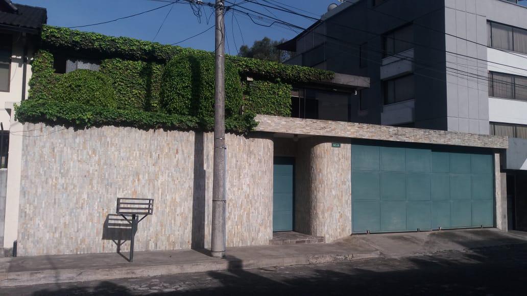 Foto Casa en Venta en  El Bosque,  Quito  Subida al Centro Comercial El Bosque