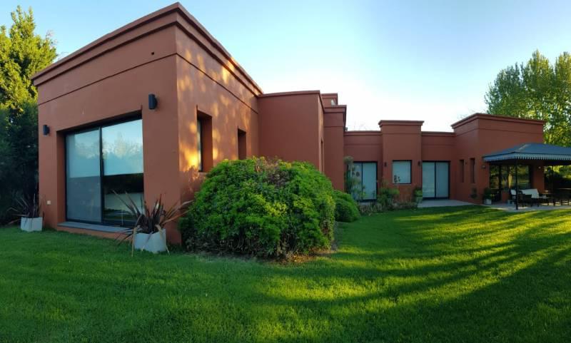 Foto Casa en Alquiler temporario en  Funes ,  Santa Fe  Kentucky al 500