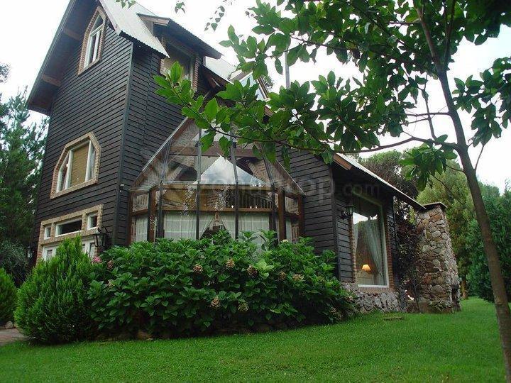 Foto Casa en Venta en  Carilo,  Pinamar  Araucaria entre Martineta y Martin Pescador