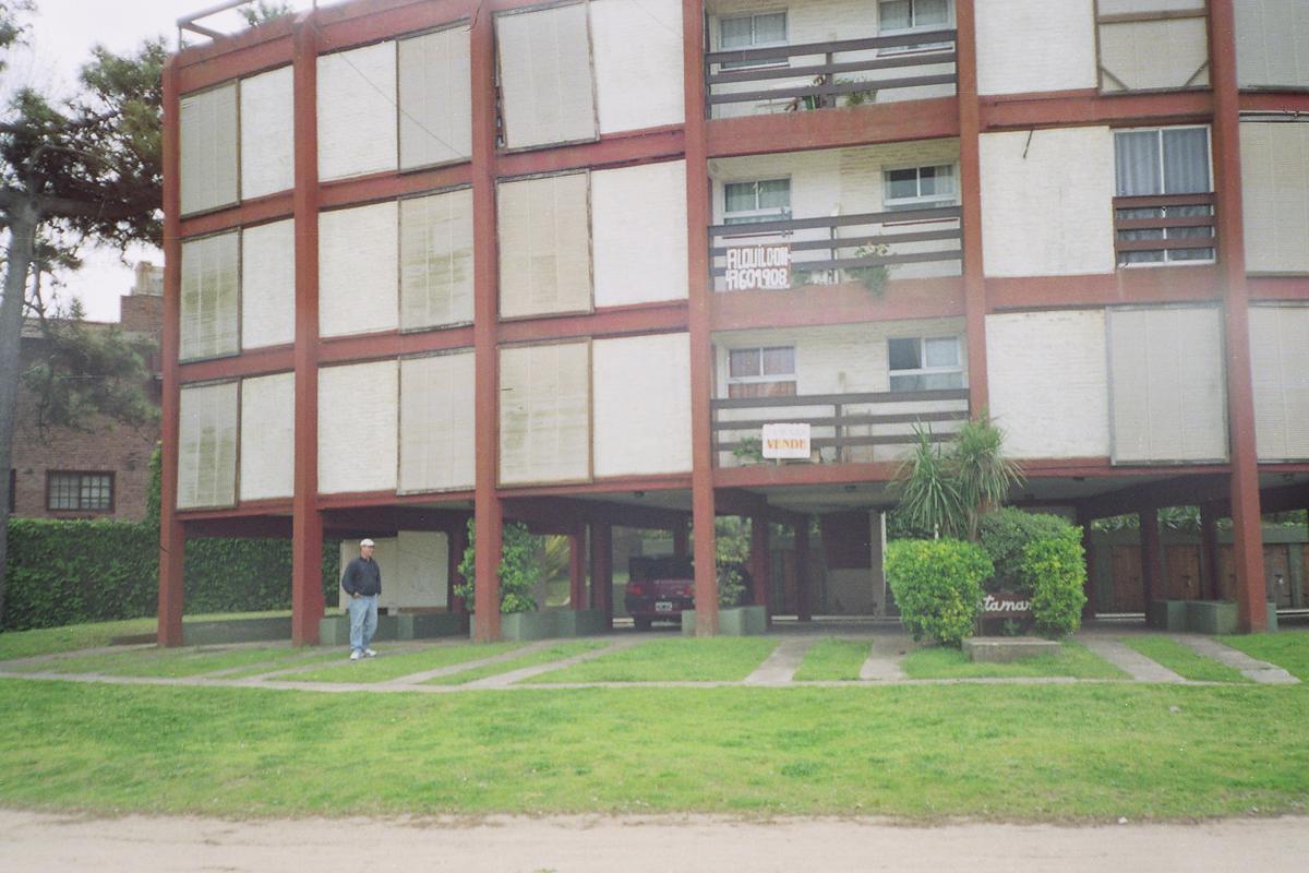 Foto Departamento en Venta en  Villa Gesell ,  Costa Atlantica  Av. Dos esquina Paseo Ciento veintinueve
