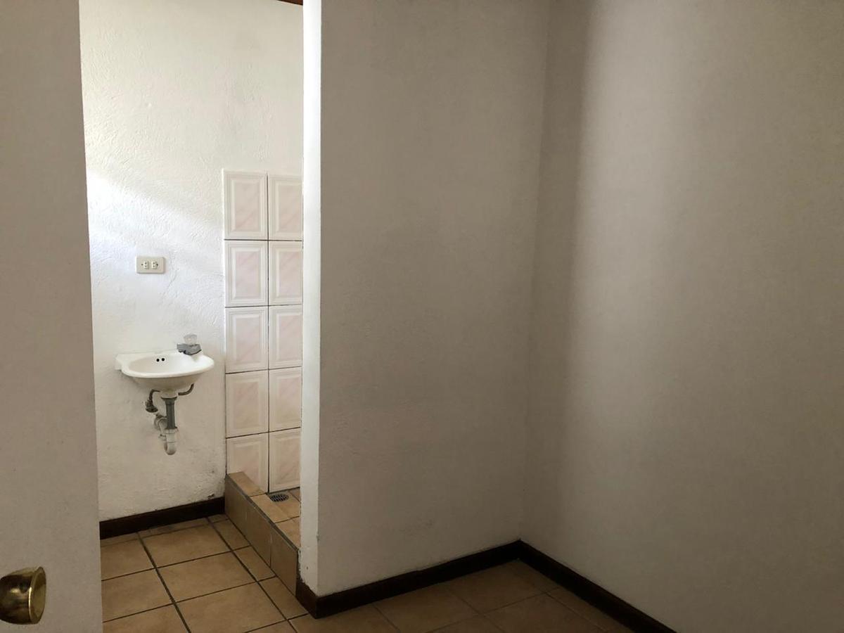 Foto Casa en condominio en Venta en  San Rafael,  Escazu  Casa en Escazú Amplia y de pocas unidades