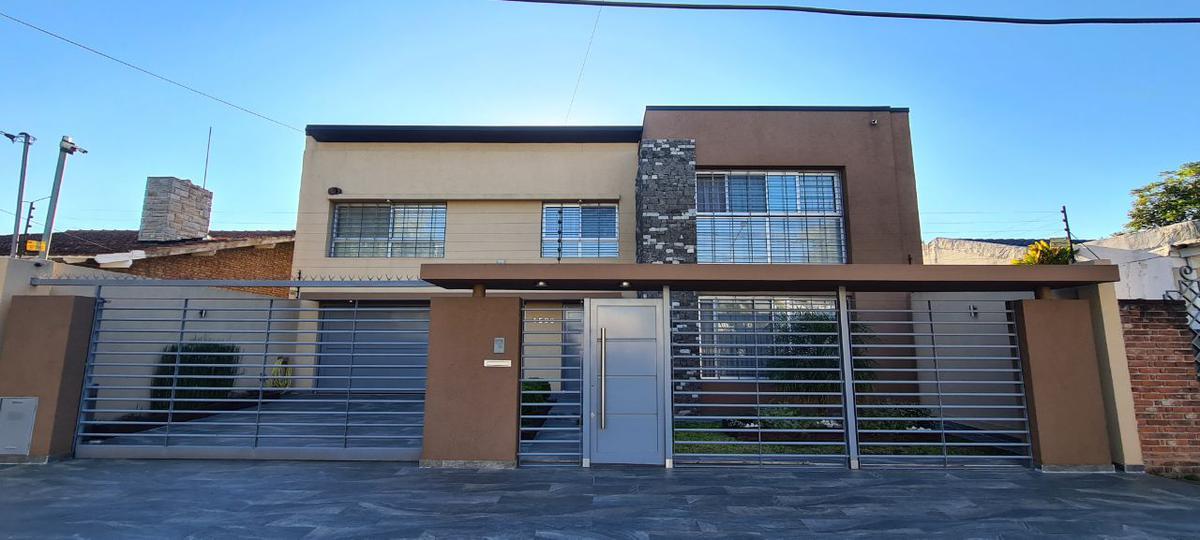 Foto Casa en Venta en  B.Ayerza,  Castelar  Carlos Casares al 1500
