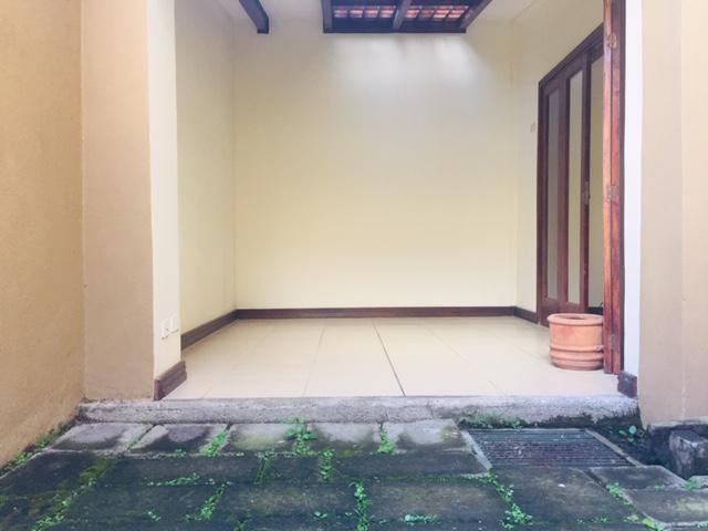 Foto Casa en condominio en Renta en  Escazu,  Escazu  Escazú / Town House / Tranquilidad / a 6 min de Multiplaza / Pet friendly
