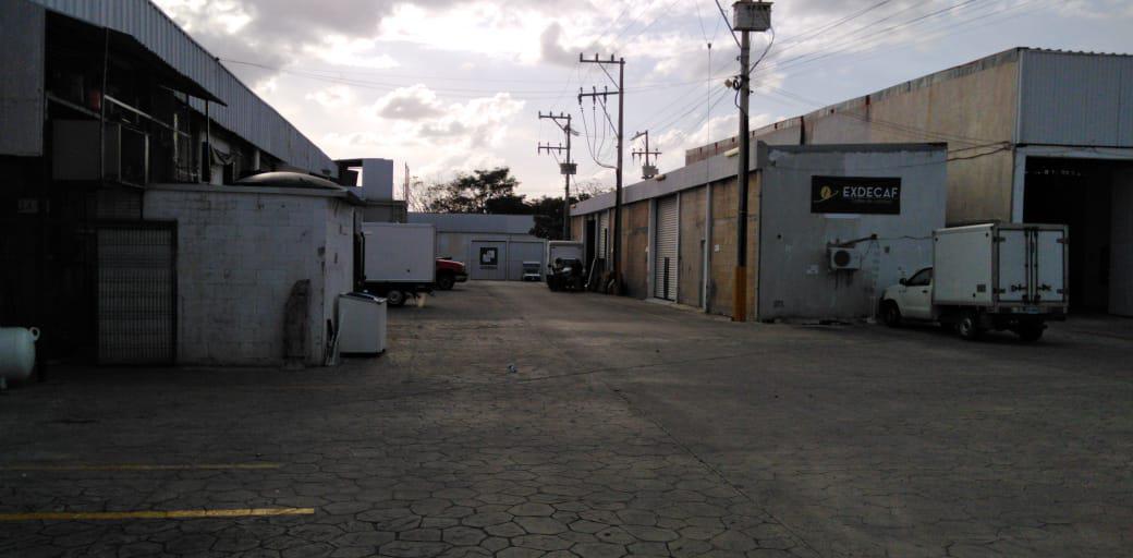 Foto Local en Renta en  Alfredo V Bonfil,  Cancún  BODEGA INDUSTRIAL EN RENTA EN CANCUN EN AVENIDA COLOSIO