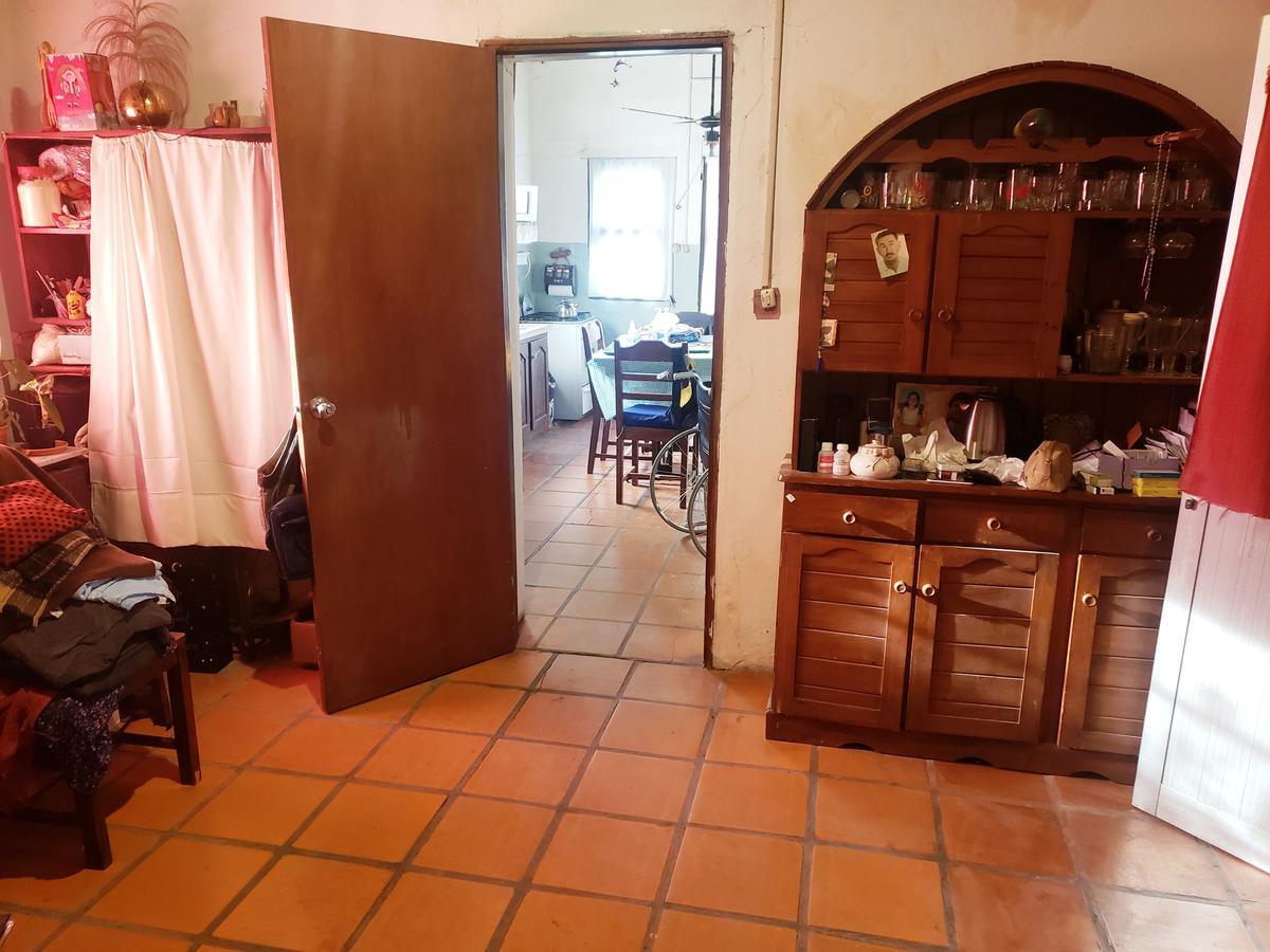 Foto Casa en Venta en  Colonia del Sacramento ,  Colonia  Casa en esquina de 2 dormitorios con hermoso terreno