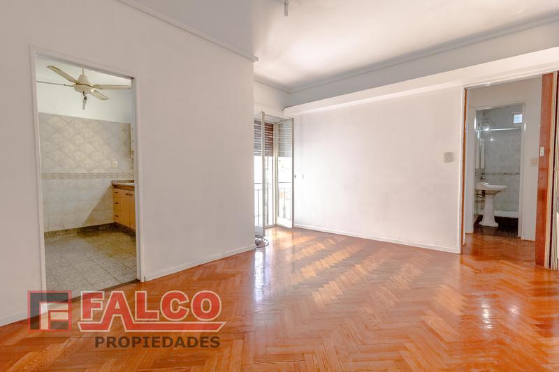 Foto Departamento en Alquiler en  Flores ,  Capital Federal  Carabobo al 300