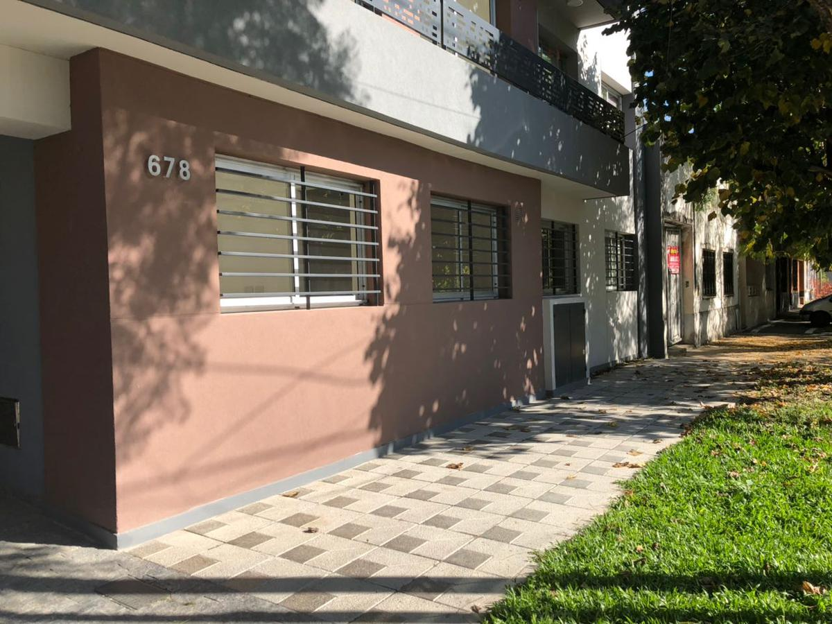 Foto Departamento en Venta en  Lomas De Zamora ,  G.B.A. Zona Sur  Garona 678