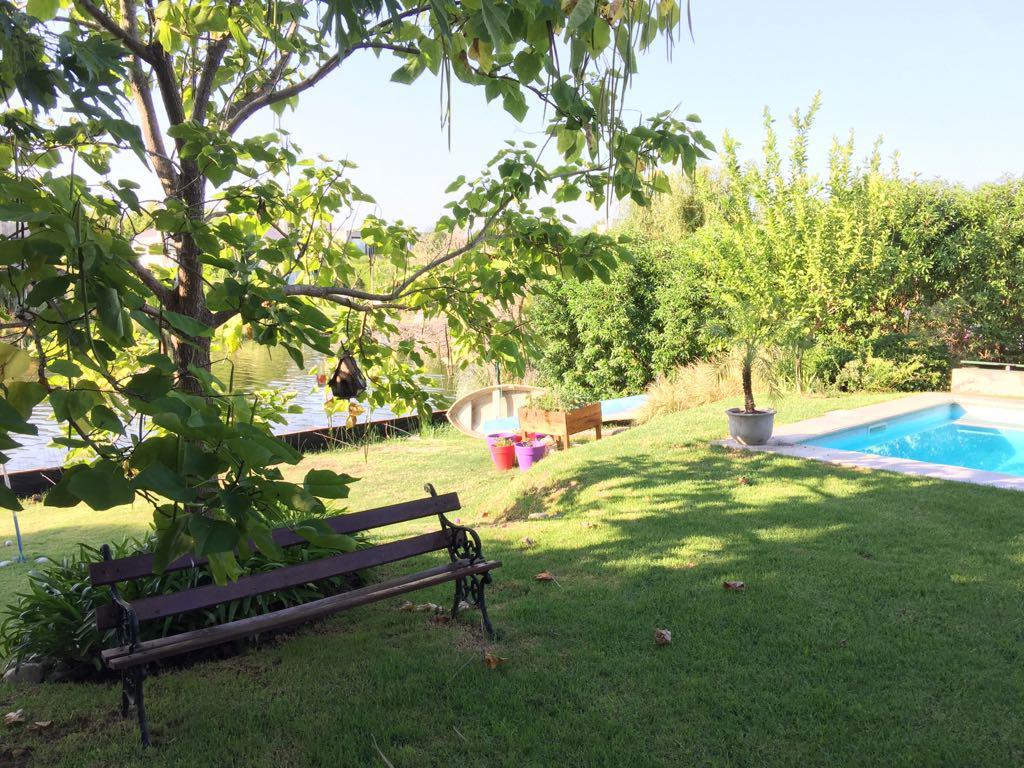 Foto Casa en Venta en  Nordelta,  Countries/B.Cerrado (Tigre)  Venta casa 4  dor. c/ dpcia. a la laguna - Santa Bárbara Tigre