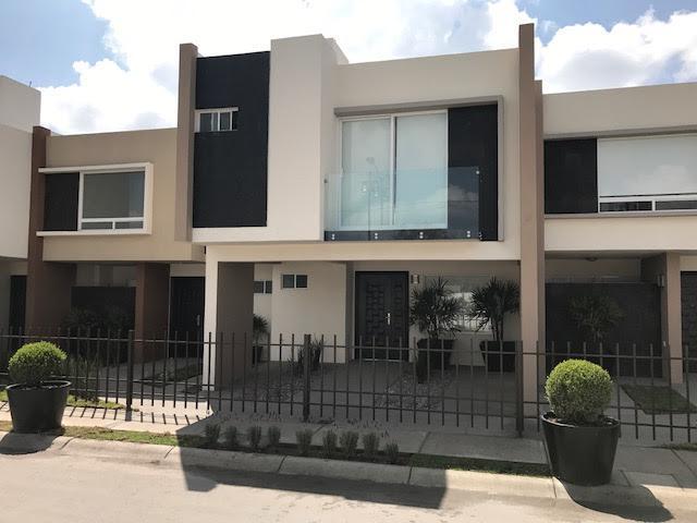 Foto Casa en Venta en  Toluca ,  Edo. de México  RUBA MODELO ROBLE