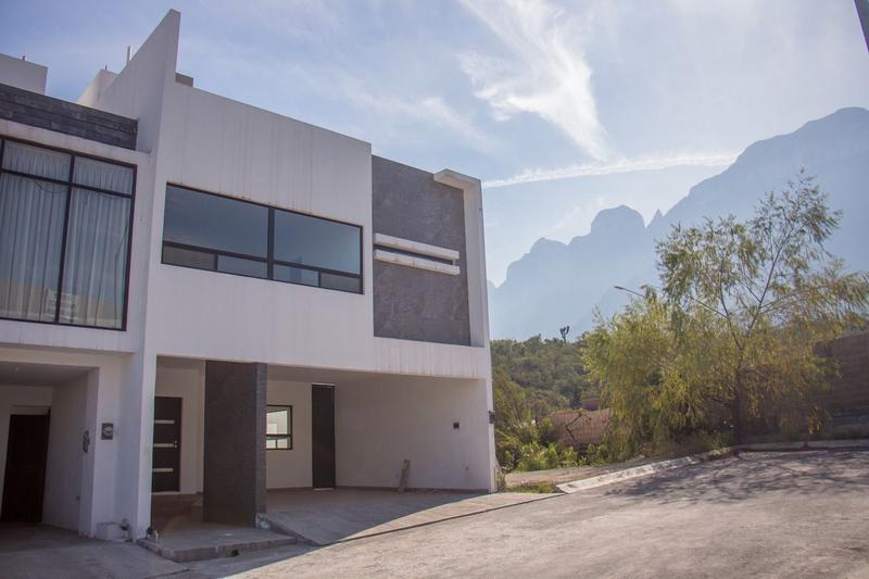 Foto Casa en Venta en  Cumbres Elite Premier,  García  Privada Olimpo