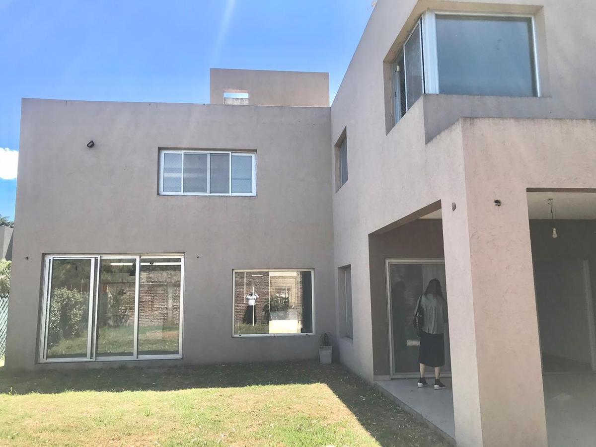 Foto Casa en Venta en  Barrio Parque Leloir,  Ituzaingó  Martin Castro  al 2200