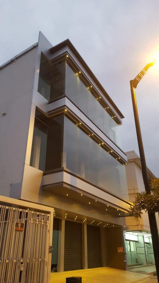 Foto Edificio Comercial en Alquiler | Venta en  Norte de Guayaquil,  Guayaquil  Urdesa Central Av. Principal alquilo edificio Comercial