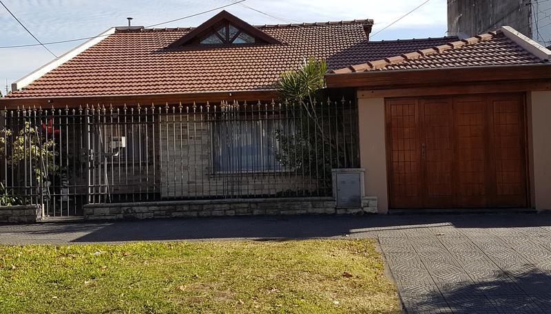 Foto Casa en Venta en  Lomas De Zamora ,  G.B.A. Zona Sur  Carlos Croce al 300