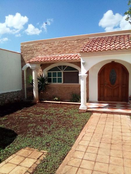Foto Casa en Venta en  Mérida ,  Yucatán  CASA DE UNA PLANTA Y CON AMPLIO PATIO, EN SODZIL NORTE
