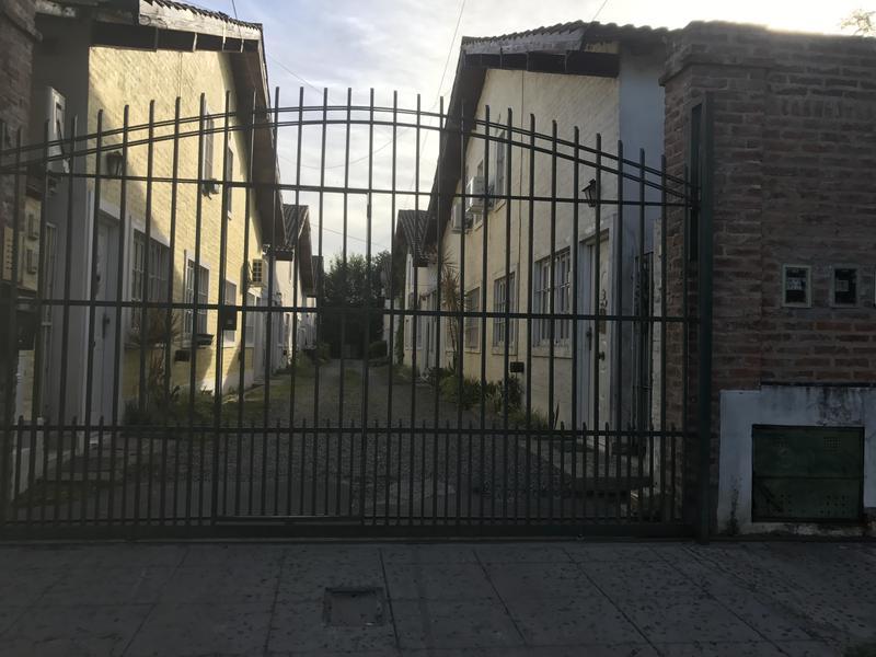 Foto Departamento en Alquiler en  Luis Guillon,  Esteban Echeverria  Colonia Monte Grande al 100