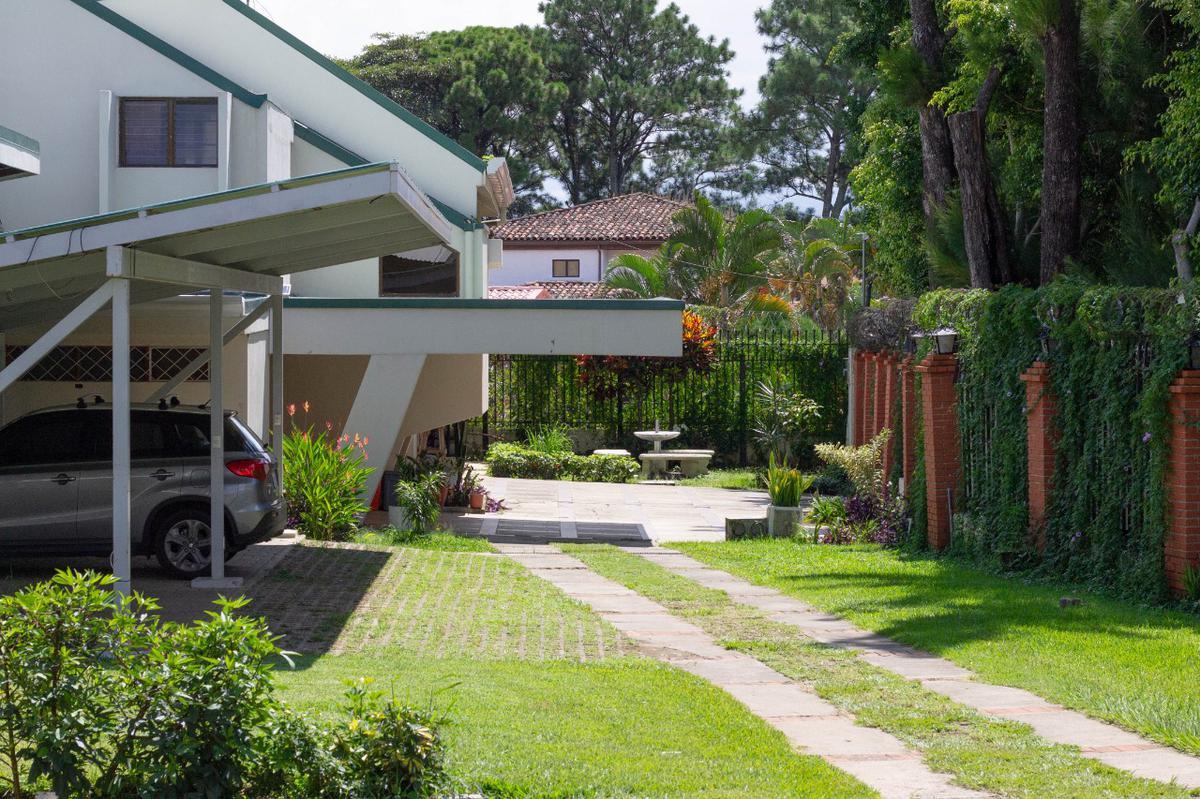 Foto Casa en condominio en Renta en  San Rafael,  Escazu  Amueblado / Laureles / Piscina / Agua, electricidad y WIFI