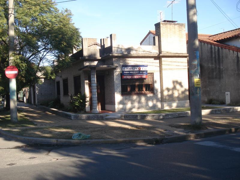 Foto Casa en Venta en  Adrogue,  Almirante Brown  AMENEDO 498