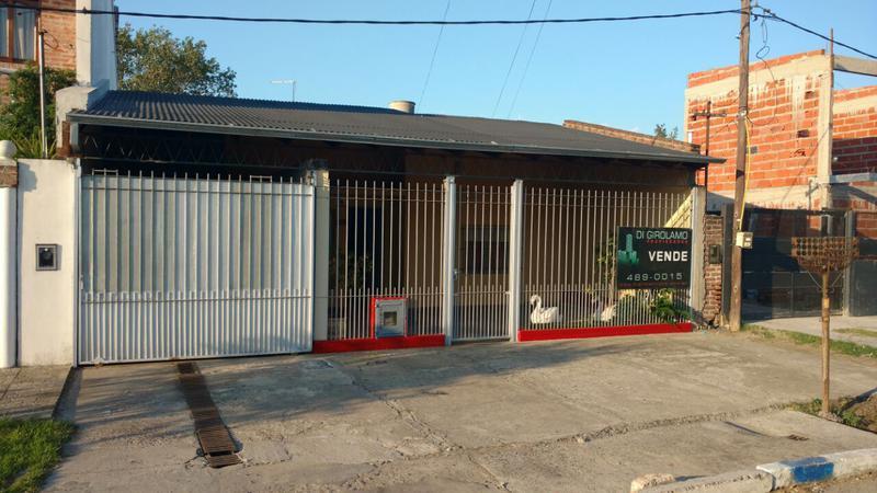 Foto Casa en Venta en  La Plata ,  G.B.A. Zona Sur  152 entre 70 y 71