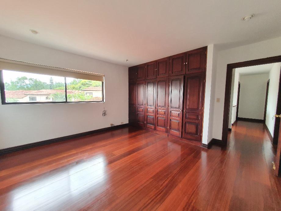 Foto Casa en condominio en Renta en  San Rafael,  Escazu  Jaboncillo / Rodeado de naturaleza / Amplia