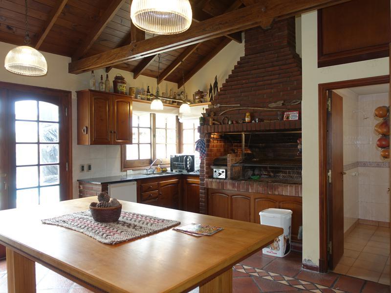 Foto Casa en Venta en  Los Pinares,  Mar Del Plata  Valencia y Remolcador Guarani