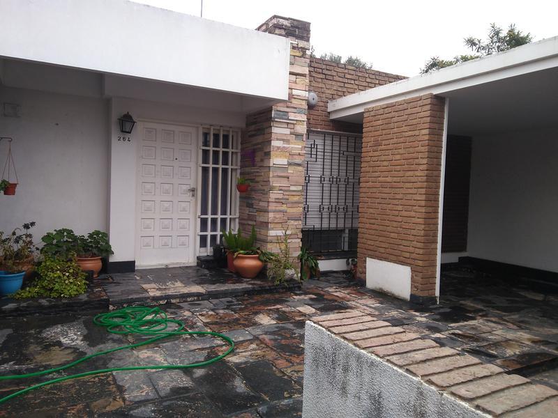 Foto Casa en Venta en  Alta Gracia,  Santa Maria  Bº Norte - 2 Dormitorios con Cochera