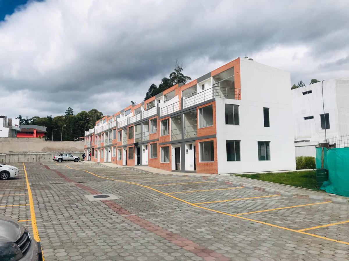 Foto Casa en Venta en  Los Chillos,  Quito  La Armenia
