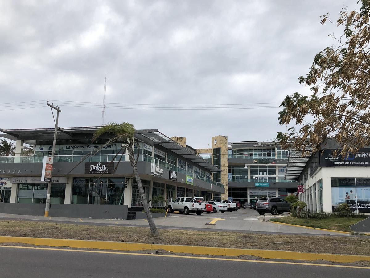 Foto Local en Renta | Venta en  La Riviera Veracruzana,  Alvarado  PLAZA VELEROS, Oficina en VENTA y RENTA sobre el Blvd. de la Riviera Veracruzana