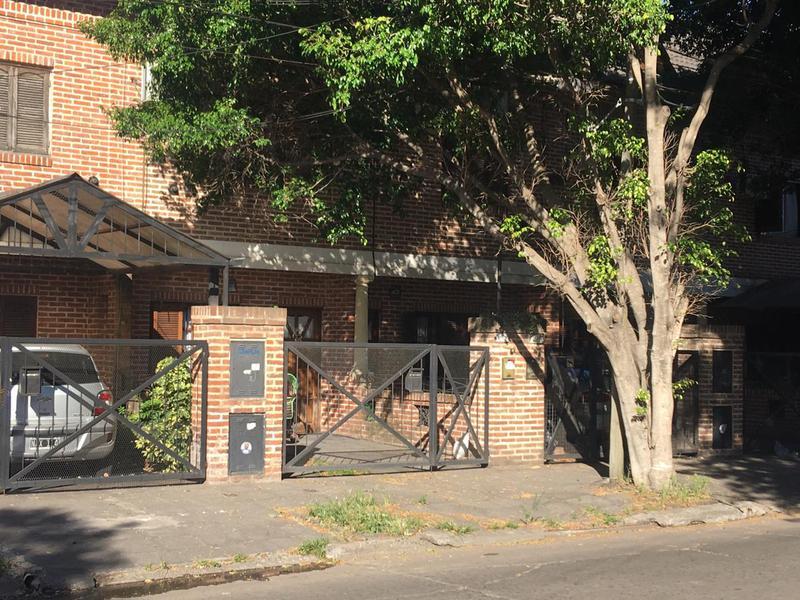 Foto Casa en Venta en  San Miguel ,  G.B.A. Zona Norte  MALNATTI AL 1800 - TRIPLEX CON COCHERA Y PATIO