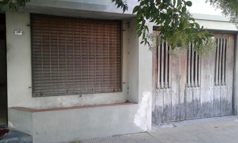 Foto Casa en Venta en  Lanús Oeste,  Lanús  Liniers al 700