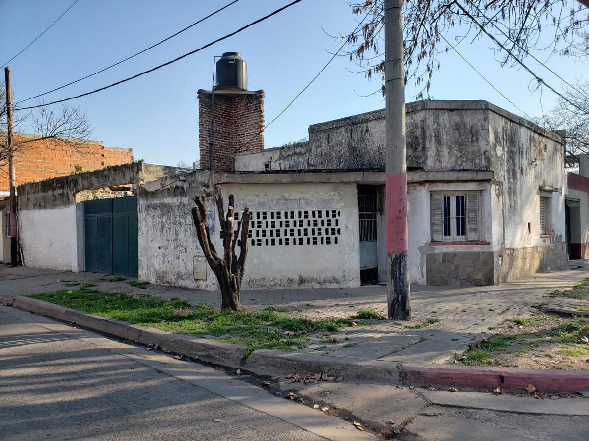 Foto Casa en Venta en  Azcuenaga,  Rosario  RIOJA 5055