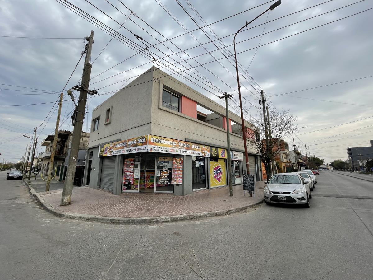 Foto Local en Venta en  Bernal Oeste,  Quilmes  Av. Mosconi 1515 esquina Liniers