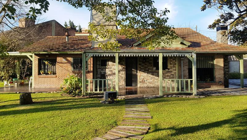 Foto Casa en Venta en  Castelar Norte,  Castelar  Pehuajo al 1000